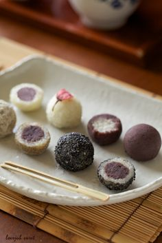 Wagashi : Japanese Sweets for Tea Japanese Treats, Japanese Cake, Japanese Desserts, Japanese Food, Desserts Japonais, Japan Dessert, Japanese Wagashi, Asian Desserts, Gourmet Desserts