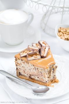 Sernik snickers wersja z erytrolem- 259 kcal B: T: W: Snickers Cheesecake, Cheesecake Recipes, Dessert Recipes, Delicious Desserts, Yummy Food, Desserts With Biscuits, Polish Recipes, My Dessert, Homemade Cakes