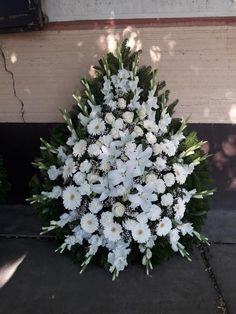 Funeral Floral Arrangements, Church Flower Arrangements, Church Flowers, Beautiful Flower Arrangements, Funeral Flowers, Beautiful Flowers, Chicken Green Beans, Sympathy Flowers, Terrarium Plants