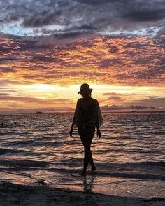 May every sunsets bring you peace  Location : Pantai Ngurbloat, Maluku. 📷 by :  @evelynkauw1 . . #tukangjalan #Tukang_Jalan #tukangjalantrip #kepulauankei #explorekei #trippulaukei #opentrippulaukei #keibesar #keikecil #keimalukutenggara #pantaingurbloat #ngurbloatbeach #beach #wisatapantai  #wisataindonesia  #wisatamalukutenggara #pesonaindonesia #wonderfulIndonesia #indonesiatimur #exploreindonesia #travelling #liburan #liburanmurah