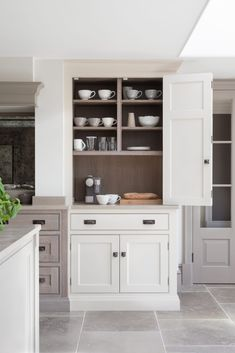 Country kitchen - Humphrey Munson - rustic farmhouse kitchen design 38 Dreamiest Farmhouse Kitchen Decor and Design Ideas to Fuel Your Remodel English Country Kitchens, Country Kitchen Farmhouse, Modern Farmhouse Kitchens, Farmhouse Design, Kitchen Modern, Classic Kitchen Paint, Espresso Kitchen Cabinets, Kitchen Cabinet Colors, Dark Cabinets