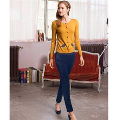 Yellow cardigan with gray birds, black pants, and heels. Yellow Cardigan, Wool Cardigan, Office Outfits, Casual Outfits, Mademoiselle R, Redhead Fashion, Modern Princess, Pretty Outfits, Pretty Clothes