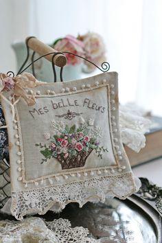 Купить Любимые цветы... - саше, ароматный подарок, вышивка, винтажный стиль, старинный, винтажное кружево