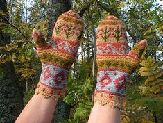 Ravelry: Suomalainen Mysteerilapasvirkkaus-CAL pattern by Kirsti Hallamaa Crochet Fabric, Tapestry Crochet, Knit Crochet, Crochet Mittens, Crochet Gloves, Crochet Accessories, Crochet For Kids, Fabric Art, Hand Warmers