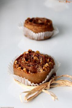 La Pitta 'nchiusa small è un dolce tipico calabrese natalizio. Viene preparato con una sfoglia sottile farcita con frutta secca, cannella ...