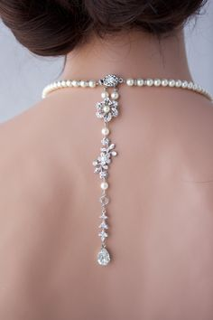 From the front, a very classic single strand of tapered pearls, from the back, something special! This necklace has a really elegant long thin