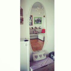 Ekne mirror!  Ikea fai da me!!!