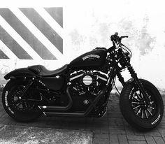 Do you like this bike?  #harleydavidson #harley #motorcycle #motorbike #motorcyclelife #bikeporn #bikelife #bikes #motorcycles