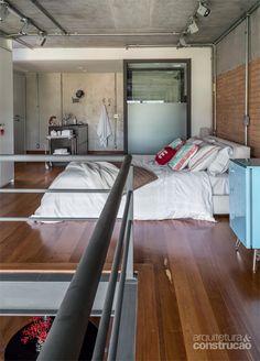 Conheça as soluções que resgataram a atmosfera original do apartamento dúplex