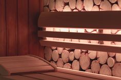 Für zusätzliche Entspannung sorgen die neuen Eckleuchten aus halben Baumstämmen.