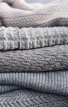 Les types de laine quels sont les types de laines tricoter pour faire du tricot ou pour choisir … The different types of wool Find out what are the different types of wool to knit for knitting or to choose a scarf, the different kinds of wool. Shades Of Grey, 50 Shades, Textiles, Pull Jacquard, Warm And Cozy, Ravelry, Gray Color, Just For You, Style Inspiration