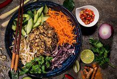 Populární asijská pochoutka, kterou si můžete připravit i doma  #recept #bunbonambo #asie #nudle #recipe Bun Bo Nam Bo, Bo Bun, Sushi, Food Porn, World Recipes, Calories, Pasta Recipes, Summertime, Food And Drink