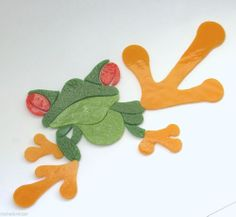 TREE FROG Stained glass Mosaic Inlay kit. Many designs selling on ebay. Mosaic Crafts, Mosaic Projects, Stained Glass Projects, Stained Glass Patterns, Mosaic Animals, Glass Animals, Mosaic Tray, Mosaic Glass, Mosaic Stepping Stones