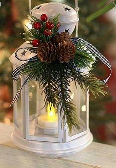 The Best Christmas Lanterns To Beautify Your Home - DIY Mittelstücke Lantern Christmas Decor, Christmas Planters, Christmas Table Decorations, Christmas Projects, Christmas Ideas, Simple Christmas, Christmas Holidays, Christmas Flower Arrangements, Theme Noel