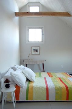 really love this look - the quilt is beautifully simple!