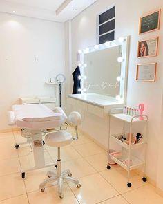 Idea para cuarto de estética en casa Beauty Room Salon, Beauty Room Decor, Beauty Studio, Makeup Studio Decor, Nail Salon Decor, Brow Studio, Spa Studio, Salon Interior Design, Salon Design