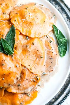 Sage Brown Butter Sauce Butternut Squash Ravioli recipe - This creamy sage and brown butter sauce is the perfect compliment for our favorite autumn pasta! Butter Squash Recipe, Fall Recipes, Dinner Recipes, Autumn Recipes Pumpkin, Simply Recipes, Dinner Ideas, Pasta Recipes, Cooking Recipes, Brown Butter Sauce