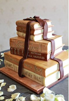 Book cake Do this with Harry Potter.great rehearsal or grooms cake Gorgeous Cakes, Pretty Cakes, Cute Cakes, Amazing Cakes, Crazy Cakes, Fancy Cakes, Unique Cakes, Creative Cakes, Gateau Harry Potter