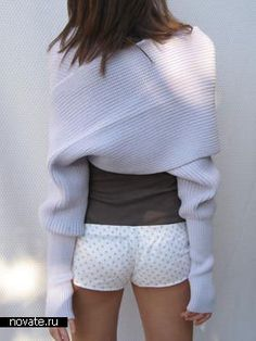 This looks so snuggly!  It's like a scarf/half sweater. Perfect for Indian Summer Nights!  No pattern, just inspiration only.