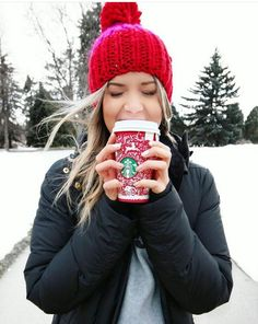 i hold cups as weird as the gilmores do Meghan Rienks, Winter Photos, Red Christmas, Tis The Season, Hot Chocolate, Winter Wonderland, Starbucks, 4th Of July, We Heart It