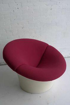 Pierre Paulin; #315 'Kiss' Plastic Armchair for Artifort, 1970s.