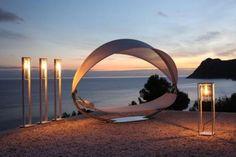 Moderne und romantische Hängematte am Strand