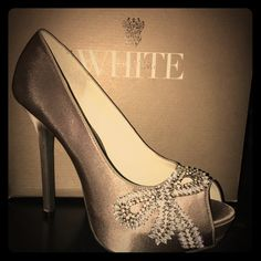 175de981af8 NEW Vera Wang WHITE Crystal Bow Charcoal pumps 11 Gorgeous brand new in the  box peep