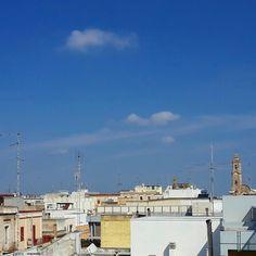 Abitazioni basse e campanile #ridieassapori Adelfia