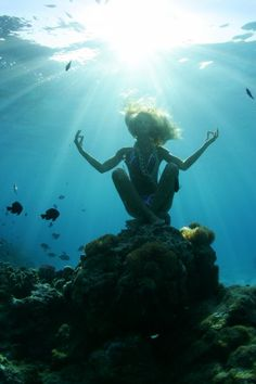 Yoga under the sea? I thought I was adventurous with doing Yoga in the ocean. Hold your breath, Yoginine:-) Under The Water, Under The Sea, Foto Art, Am Meer, Underwater Photography, Yoga Photography, Underwater Photoshoot, Swimming Photography, Underwater Pictures
