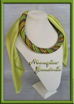 """Купить Оплетенный бисером платок """"Свежая зелень"""" - украшение на шею, колье из бисера, колье"""