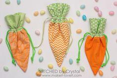 Sew a DIY Carrot Treat Bag for Easter! | via www.makeit-loveit.com