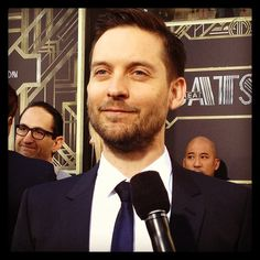 #TobeyMaguire chatting about working with #LeonardoDiCaprio on #TheGreatGatsby