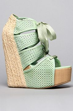 Love this seafoam green color.   The Sazzy Shoe in Green by Senso Diffusion