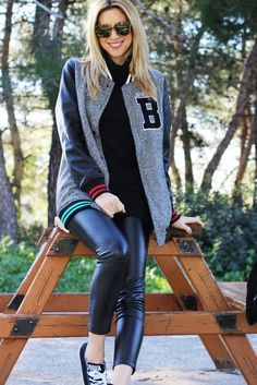 Old - school attitude by 'All u Need is Style'! Shiny Leggings, Faux Leather Pants, College Fashion, Pretty Woman, Style Me, Street Style, Skinny, Fashion Trends, Fashion Blogs
