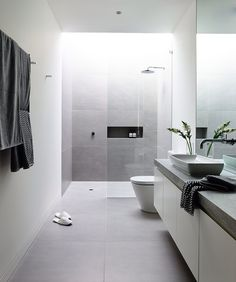 Est mag. This is what the layout of the ensuite looks like except vanity is not as long.