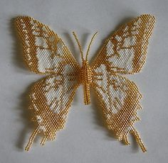 Kum Boncuktan Takı Modelleri Beaded Butterfly from Animaux Passion animaux-passions. Butterfly Crafts, Butterfly Jewelry, Beading Projects, Beading Tutorials, Peyote Patterns, Beading Patterns, Beaded Brooch, Beaded Jewelry, Pearl Jewelry