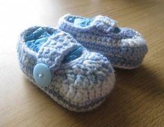 Simple Crochet Baby Booties.