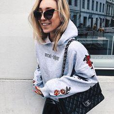 @soniafrancex con gafas de sol Dolce&Gabbana de estilo Cat Eye 🐱♥️ ¡Solo aptas para las más atrevidas! 🔝  #dolcegabbana #gafasdesol #style #fashion #tendencias #trend #estilo #moda #fashiongoals #streetstyle #chic #trend #musthave