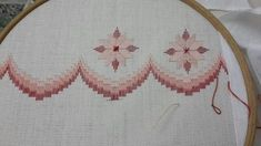 This Pin was discovered by Vil Hardanger Embroidery, Hand Embroidery Stitches, Cross Stitch Embroidery, Embroidery Patterns, Cross Stitch Patterns, Paper Embroidery, Broderie Bargello, Bargello Needlepoint, Bargello Patterns