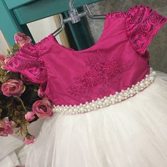 Vestido infantil com renda e cinto bordado com pérolas Via Flora for Girls…