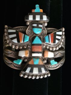 Zuni Knifewing Bracelet, Attributed to Lambert Homer, 1940's(Etsy のNativeAntiquesより) https://www.etsy.com/jp/listing/231045472/zuni-knifewing-bracelet-attributed-to