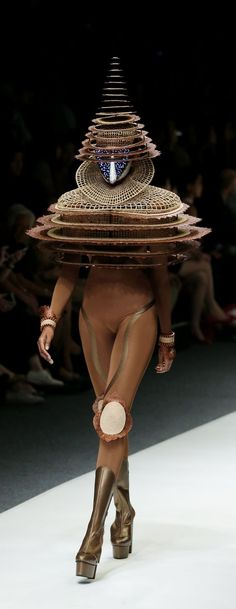Fashion inspired by extraterrestrials