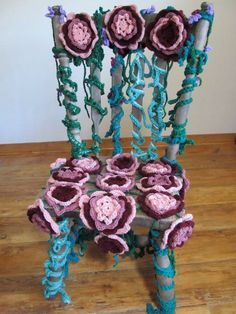 Crochet Art Chair from Catherine Reed- omg that is beautiful, looks like it would from a fairy tale!!!:)