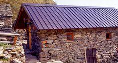 RICOVERO ALPINO ALPE CAVAIONE . Si trova all'Alpe Cavaione a 1631 m. Nel 2007 la Sezione ha inaugurato il nuovo Punto di Appoggio ricavato in una casera completamente ristrutturata con il concorso del Comune e delle Associazioni di Rossa.