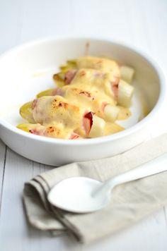 Oudhollands recept voor witlof met ham en kaas uit de oven. Smullen.