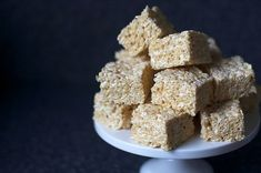 salted brown butter krispy treats from Smitten Kitchen. 4 ounces pound or 1 stick) unsalted butter, plus extra for the pan, 1 bag marshmallows, Heaping teaspoon coarse sea salt, 6 cups Rice Krispies cereal (about half a box) Rice Crispy Treats, Krispie Treats, Yummy Treats, Sweet Treats, Köstliche Desserts, Delicious Desserts, Dessert Recipes, Yummy Food, Pancake Recipes