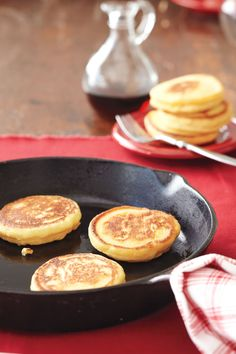 Thought to be the precursors to today's pancakes, johnnycakes (also called hoecakes) are made with cornmeal. They date back to the early when frontiersmen cooked the unleavened batter over an open flame on the base of a metal hoe. Unlike the origin Cornmeal Recipes, Cheese Recipes, Cooking Recipes, 1800s Recipe, Johnny Cakes Recipe, Breakfast Bread Recipes, Pancake Recipes, Paleo Breakfast, Breakfast Nook