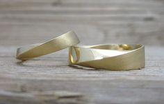 Mobius Weddingset in 18K Yellow Gold, Wedding rings set, Mobius bridal wedding set, mobius strip ring, Twisted  Bands, Yellow Gold bands