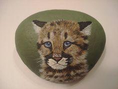 Portrait d'une cougar cub peint à la main sur par wildstonepainter