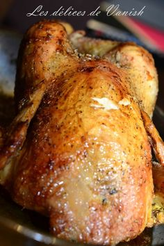 The best roasted chicken in the world! Best Roasted Chicken, Braised Chicken, Roast Chicken, Meat Recipes, Chicken Recipes, Food Wallpaper, Vegetable Drinks, Stuffed Whole Chicken, Healthy Eating Tips
